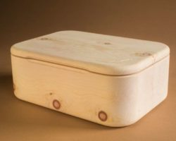 Massiver Brotbehälter aus Zirbenholz
