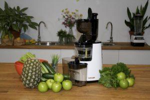 Atlas Slow Juicer mit Obst und Gemüse